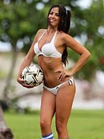 Claudia Romani looks sexy in little bikini