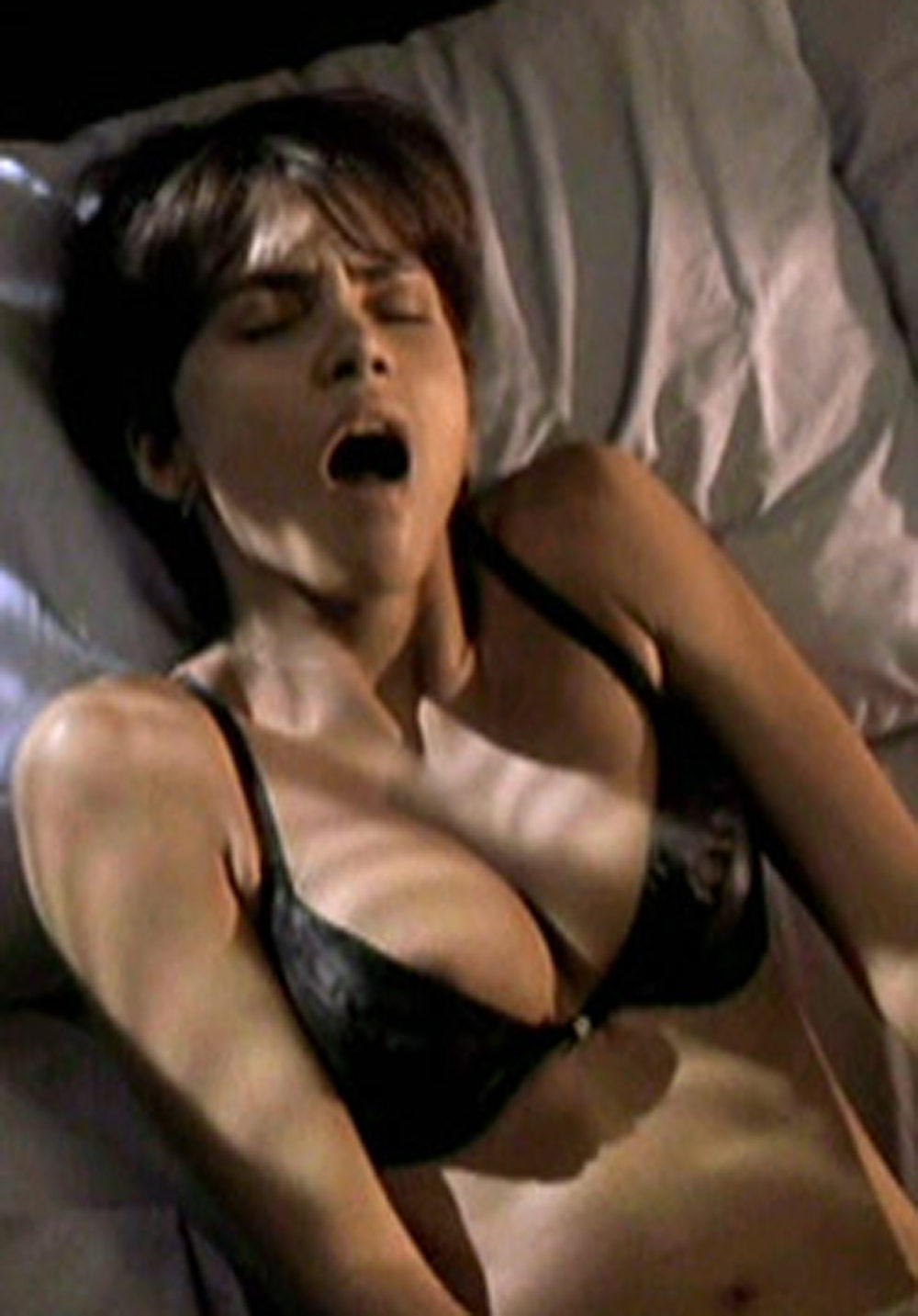 halle berry sucking penis