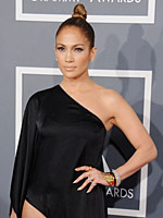 Jennifer Lopez looks sexy in black dress