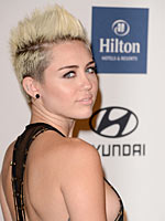 Miley Cyrus drops some awesome sideboob