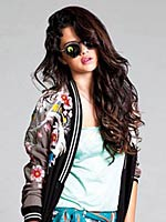 Selena Gomez looks so sweet in magazine