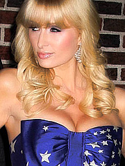 Paris Hilton got american cleavage