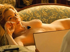 Kate Winslet naked completely poses for a guy