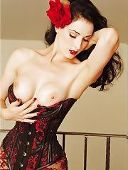 Dita Von Teese nude striptease show