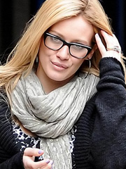 Hilary Duff looks like really sexy nerd