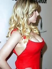 Scarlett Johansson sexy cleavage pics