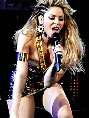 Shakira cleavage and hotness at stage
