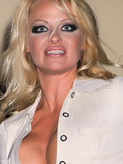 Pamela Anderson is a classic ugly mature