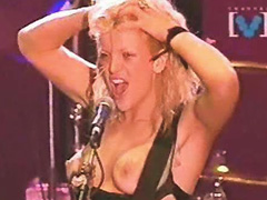 Courtney Love go topless during concert