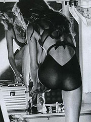 Alessandra Ambrosio body teaser in sweet bikini