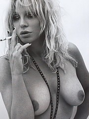 Courtney Love flashing her boobs