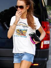 Lindsay Lohan nice legs in short shorts