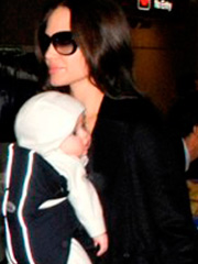 Angelina Jolie sexy mom at the airport