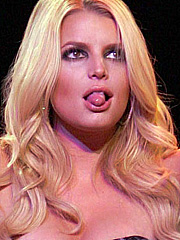 Jessica Simpson needs a wardrobe change