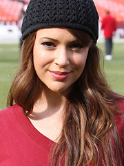 Alyssa Milano in sexy sport worderobe