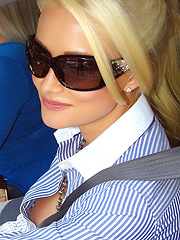 Holly Madison nipple slip in public