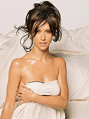 Jennifer Love Hewitt got cleavage and nice ass