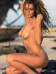 Denise Richards hot nude body and shaved pussy