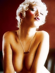 Christina Aguilera in sexy hot leggings
