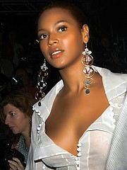Beyonce Knowles cleavage and paparazzi