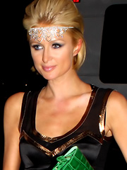 Paris Hilton looks ugly in green outfit