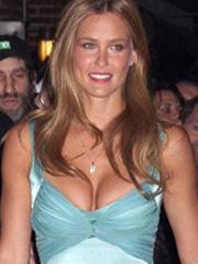 Bar Refaeli brings cleavage to letterman