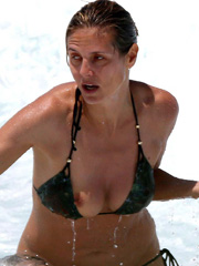 Heidi Klum boobs poping out of bikini top