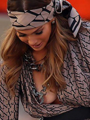 Jennifer Lopez oops flashes nipple slip