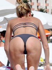 Alessia Marcuzzi hot booty in a sexy bikini