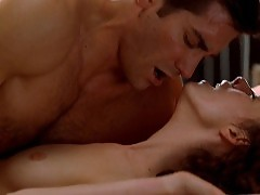 Anne Hathaway Nude Sex Scene In Love And Other Drugs Movie