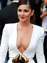 Cheryl Cole flashes off her hot cleavage