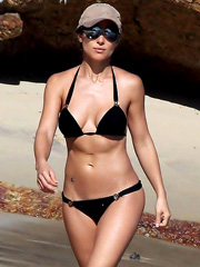 Elsa Pataky hot body in a little bikini