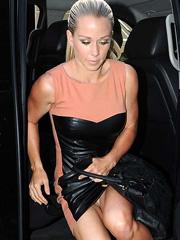 Kendra Wilkinson oops flashes off her panties