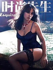 Monica Bellucci sexy in lingerie