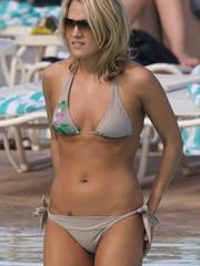 Carrie Underwood looking sexy in bikini