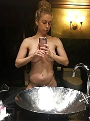 Iliza Shlesinger New Private Nude Photos LEAKED
