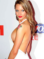 Jessica Jane Clement flashes sideboob cleavage