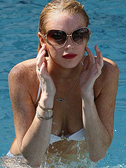 Lindsay Lohan juicy boobs and cute ass in bikini