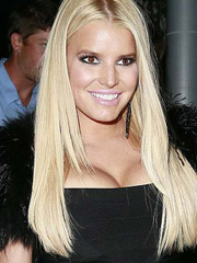 Jessica Simpson cleavage makes hot appearance