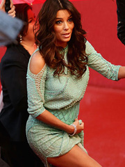 Eva Longoria oops flashes upskirt at cannes