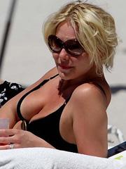 Katherine Heigl hot milf body in a bikini