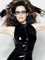 Kelly Brook is a sexy nerdy dominatrix