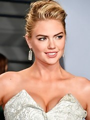 Kate Upton Shows Big Cleavage At 2018 Vanity Fair Oscar Part...