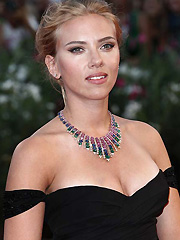 Scarlett Johansson busts out perfect cleavage