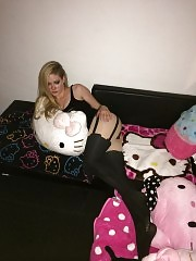 Avril Lavigne LEAKED Nude Tits An Sexy Hello Kitty Private P...