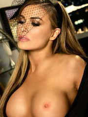 Carmen Electra her sweet coougar breasts