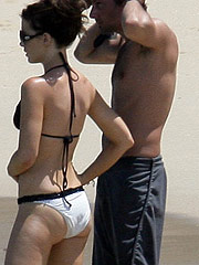 Kate Beckinsale nice legs and hot ass in bikini