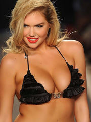 Kate Upton big bouncing tits in a bikini