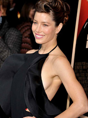 Jessica Biel flashes some sideboob at the premiere