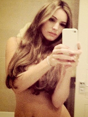 Kelly Brook topless mirror twitter pic